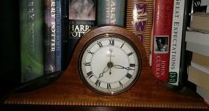 picture of a shelf clock on a bookshelf